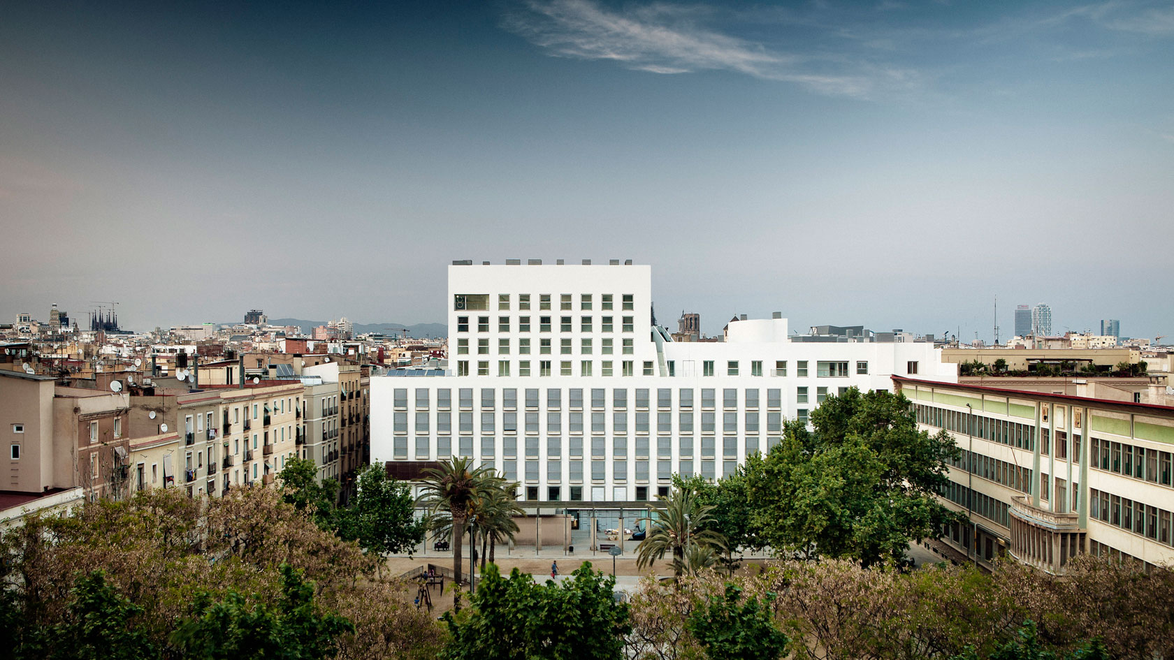 """Nursing Home and Dwellings """"Folch i Torres"""" in Barcelona"""